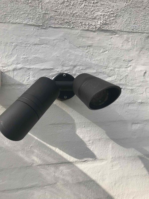 schwarze LED Doppelspot Wandstrahler außen schwenkbar und blendfrei