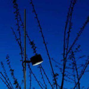 In der Höhe verstellbare Außenlampe