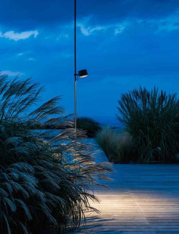 In der Höhe verstellbare Außenlampe Anwendung