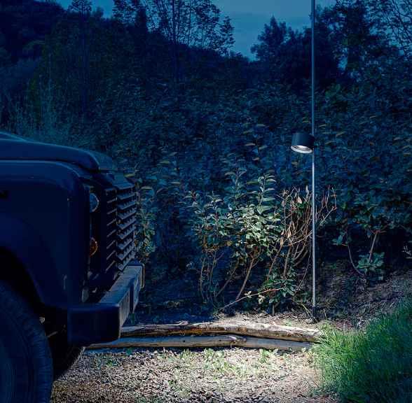 In der Höhe verstellbare Außenlampe Kopf weiter unten