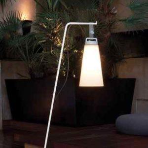 Mobile flexible Stehlampe für außen