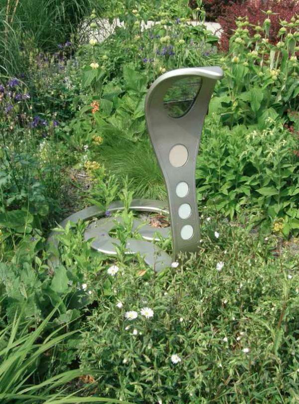 Exklusive Kobra Außenleuchte im Garten