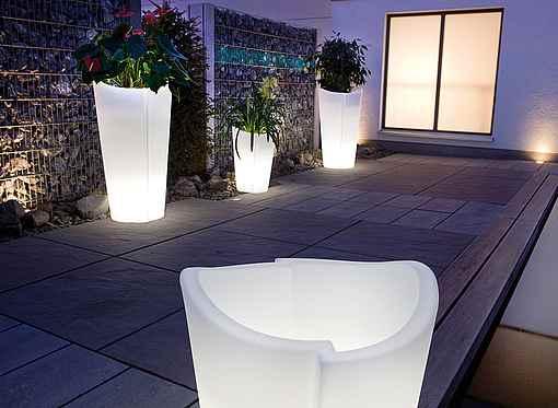 Beleuchtete Garten Pflanzgefäße in verschiedenen Größen