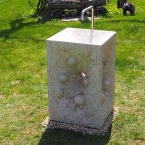 Exklusiver handgefertigter Gartenbrunnen