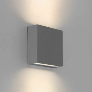 Silberne quadratische Wandlampe für außen