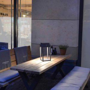 Schwarze Solar Tisch und Gartenleuchte