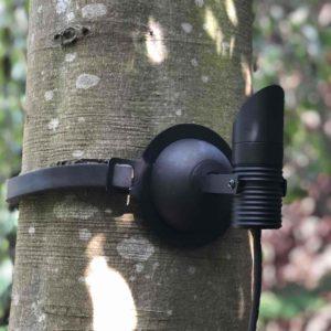 Gartenstrahler am Baum schonend befestigt