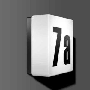 Quadratische Hausnummerleuchte mit Dämmerungsschalter