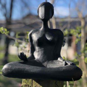 Meditation Frauen Skulptur