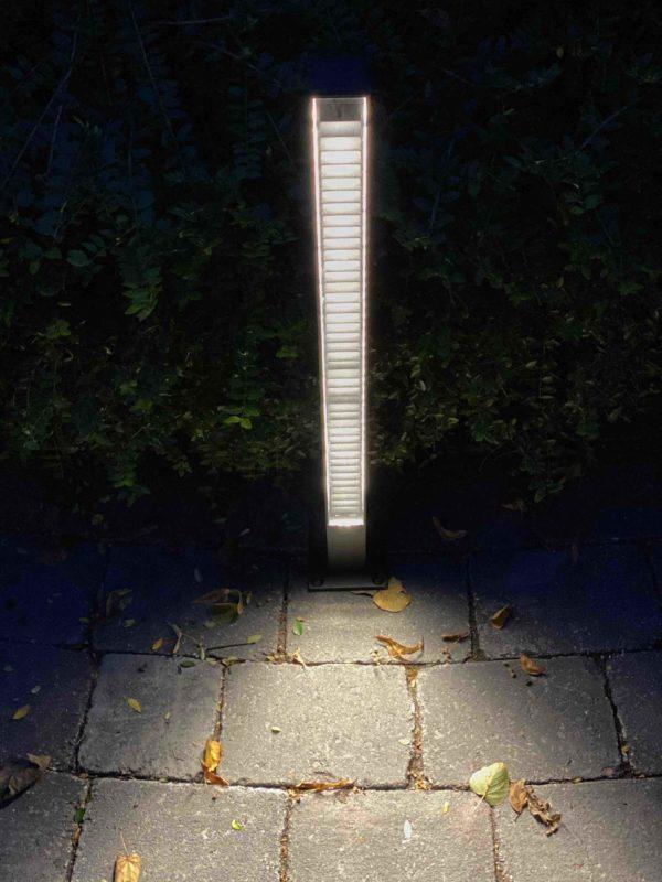 Sehr angenehmes Licht mit der schmalen modernen blendfreien Wegleuchte