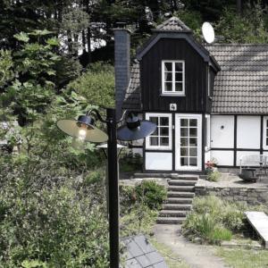 2 flammige Gartenlaterne passend zum Stil des Hauses