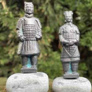 Terrakotta Armee Kupfer Gartenfiguren auf Stein