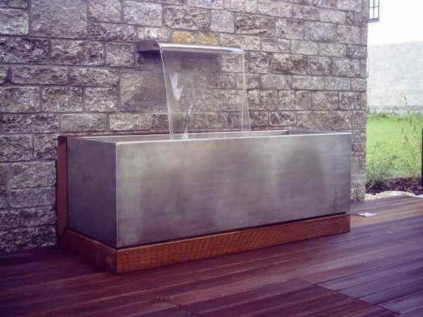 Wunderschöne Wasserwand für die Terrasse