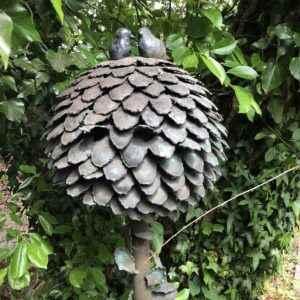 Alter origineller Kupferbrunnen für den Garten
