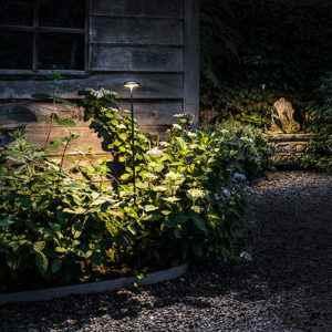 Blendfreie Gartenleuchte mit Erspieß und Stecker