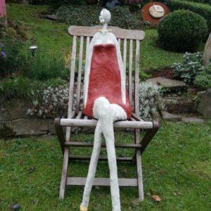 Lady Garten Skulptur sitzend aus Beton