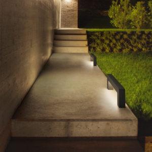 Moderne Lichtelemente als Wegbeleuchtung