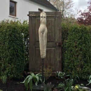 Stilvolle Erotik Gartenskulptur aus Beton