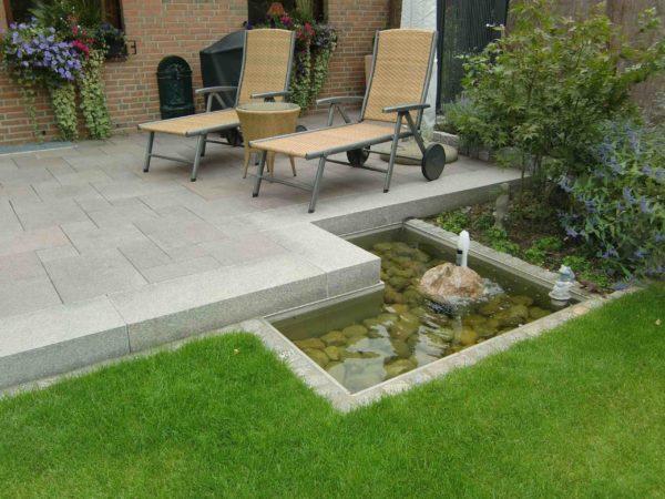 Edelstahl Garten Wasserbecken an der Terrasse