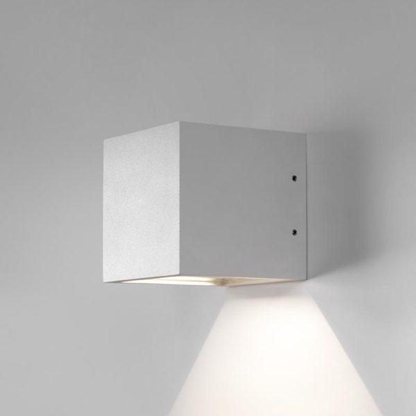 Puristisch moderne Wandlampe für außen