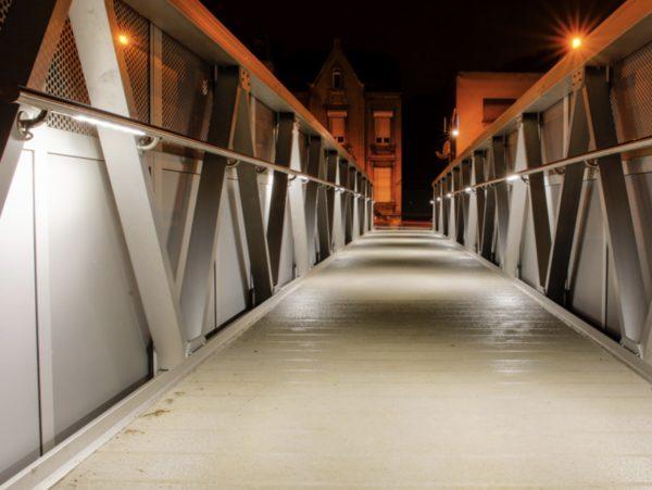 Beleuchteter Wand Handläufe am Brückengeländer