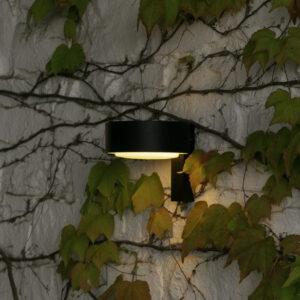 Schöne schlichte blendfreie Außenwandlampe