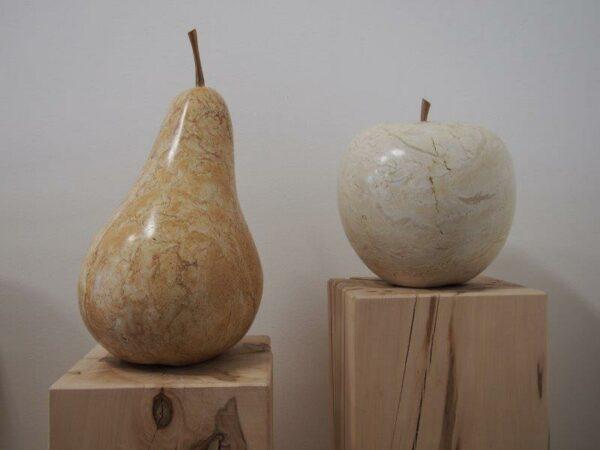 Künstlerische Frucht Skulpturen Birne Apfel aus echtem Stein