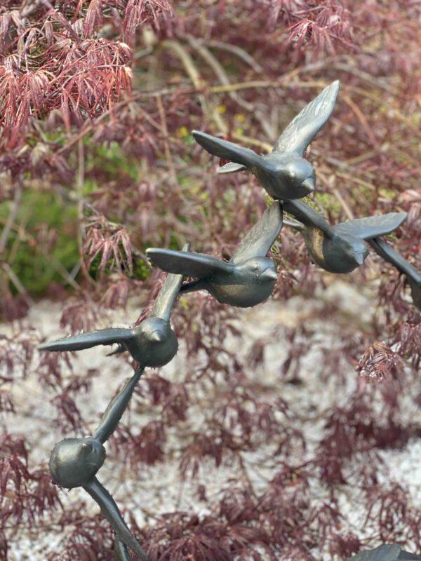 Kunstvolle Vogelskulptur als Vogelschwarm in unterschiedlichen Größen