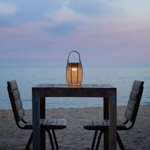 Perfekte Akkuleuchte für die Strandbar