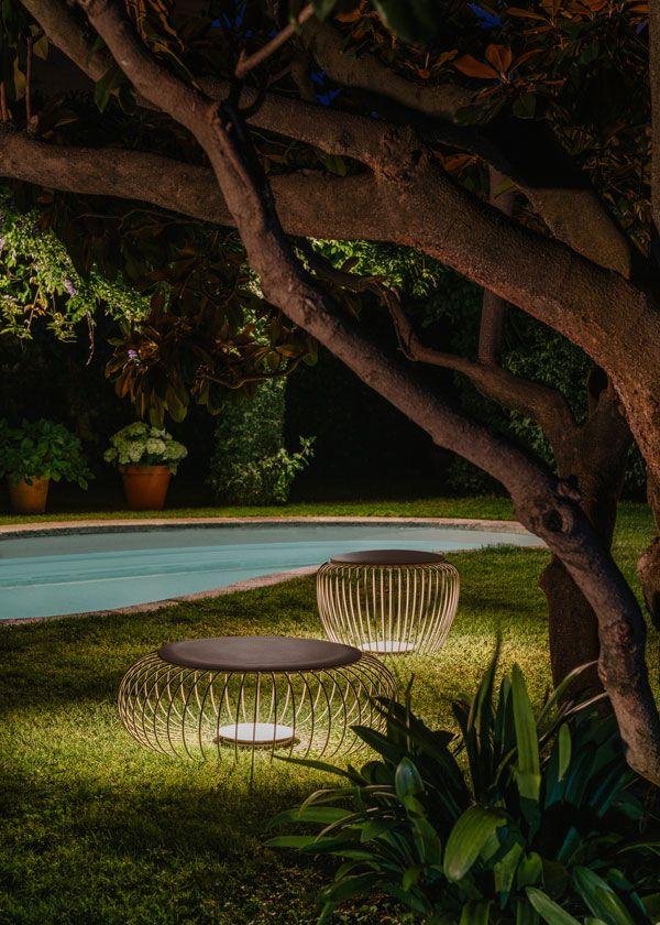 Traumhafte Licht Sitzmöbel unter Bäumen