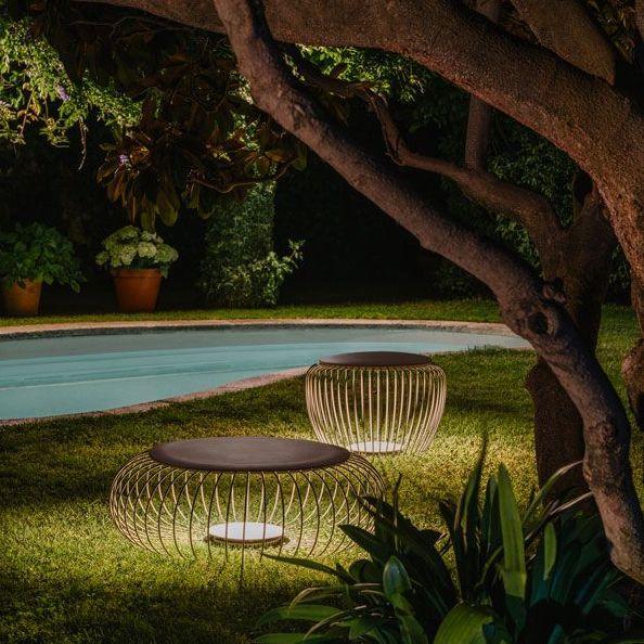 Traumhafte Sitzmöbel unter Bäumen