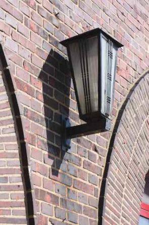 Alte Leuchte mit Echt Glas und einfachem Wandarm