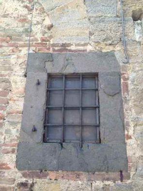 Altertümliches Fenstergitter