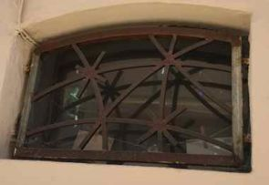 Schönes altes Fenstergitter