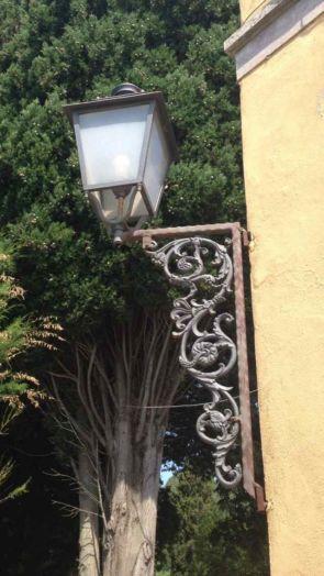Außenwandlampe mit großem Schmiedeeisernen Halter