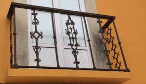 Dekorativer geschmiedeter Balkon