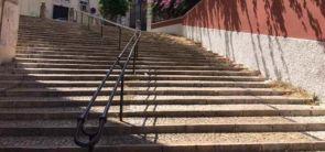 Schöne alte Treppenanlage mit Handlauf