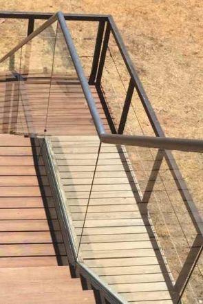 Edelstahlhandlauf außen auf Glasgeländer