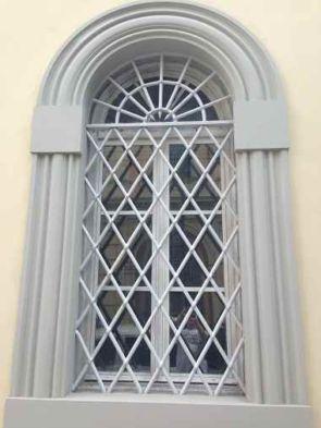 Edles altes Fenstergitter
