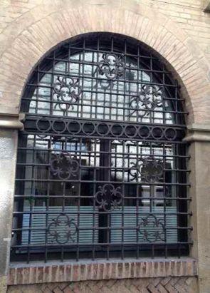 Fenstergitter groß wunderschön gearbeitet