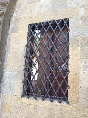 Massives schönes alter Fenstergitter