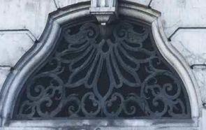 Antikes verziertes Fenstergitter