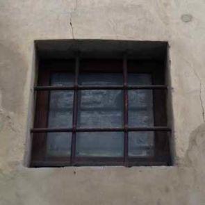 Altes quadratisches Fenstergitter einfach