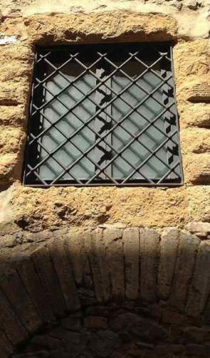 Alte Fenstergitter