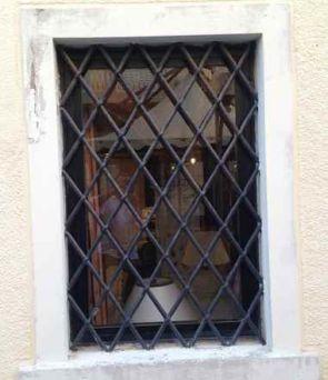 Fenstergitter in Raumform klassisch