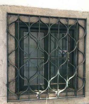 Fenstergitter auf der Wand