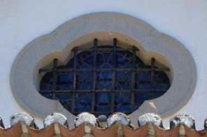 Historisches altes ovales Fenstergitter