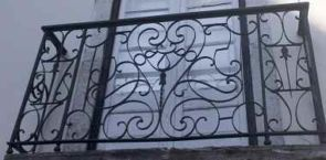Französischer Balkon verschnörkelt