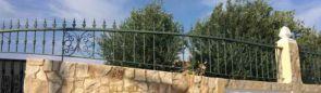 Schönes grünes stilvolles Geländer