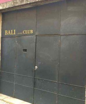 Metall Fassade & Eingang eines Clubs